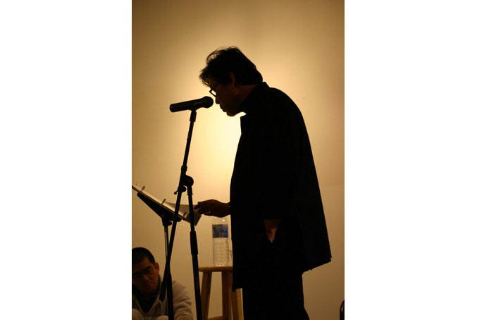 Ông chủ Tadioto trình diễn thơ