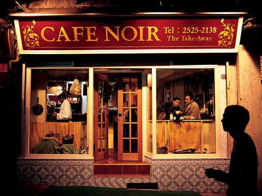Steve McCurry - Cà phê Dim Sum (điểm tâm) có bán mì ăn sáng rất phổ biến ở Hong Kong