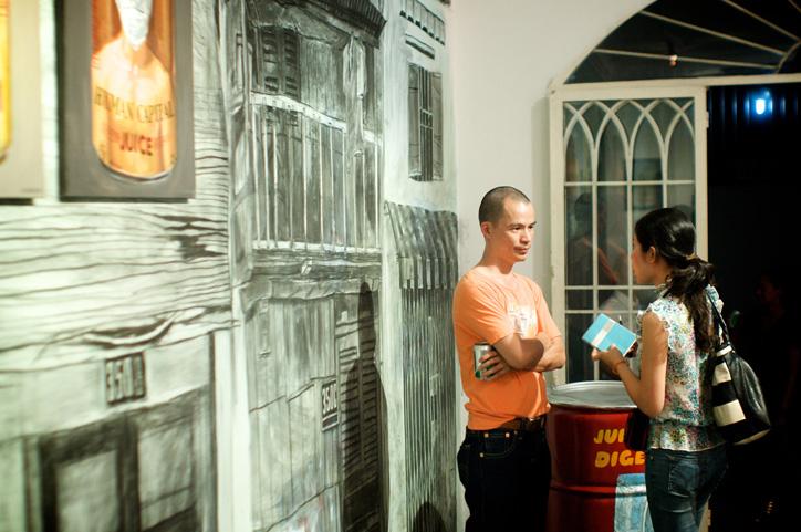 Bùi Công Khánh trả lời phỏng vấn - Ảnh của Sàn Art