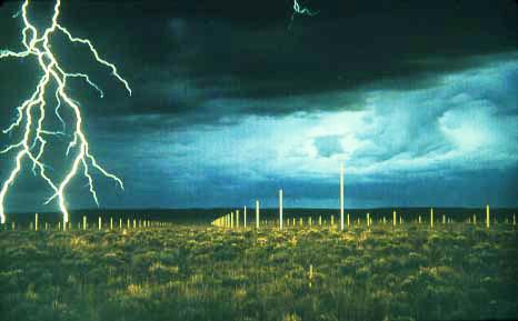 Sắp đặt của Walter De Maria đặt trong một vùng hoang vu của New Mexico, gồm 400 cột thép, xếp thành hình chữ nhật. Khi có sấm sét sẽ tạo nên một cảnh tượng lạ lùng