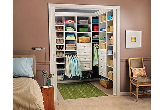 Khoét vào phòng ngủ nhỏ làm một kho quần áo cho phòng lớn, có thể thay đồ bên trong