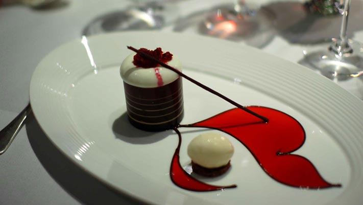 Món sô-cô-la hạnh nhân của nhà hàng