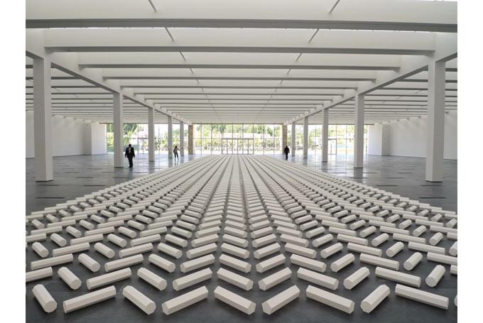 """The 2000 Sculpture"" bên trong Resnick Pavilion"