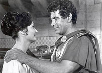 """Richard Egan (phải) trong một cảnh của phim """"300 Spartans"""". Phim cũ từ năm 1962, mọi người thông cảm vì tìm không ra hình to"""