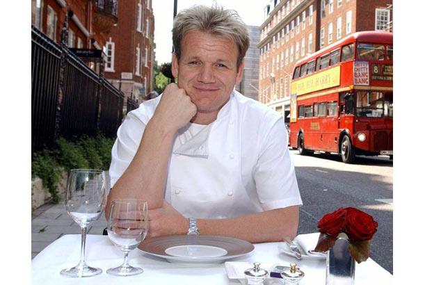 Đầu bếp Gordon nổi tiếng cau có (tại anh này lên ti-vi nhiều nên mọi người thấy thế thôi, chứ chef nào ở trong bếp cũng cau có kinh khủng)