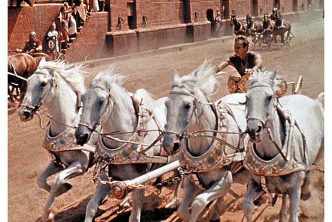 Cảnh đua xe ngựa nổi tiếng của Ben-Hur, ai mà chưa xem phim này phải tìm xem ngay!