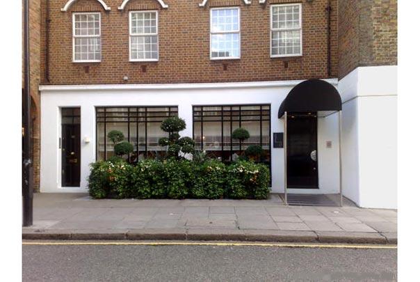 Nhà hàng 3 sao trên đường Hospital road của Gordon, nhìn nhỏ và đơn giản không khác gì nhà hàng của ông Jiro