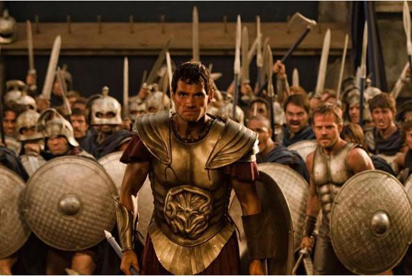 """Cảnh trong phim """"Immortal"""" với quân Hy Lạp vác """"khiên hở đùi"""""""