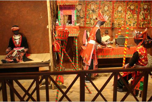 Mô hình miêu tả Lễ cấp sắc của người Dao Đỏ ở Yên Bái.