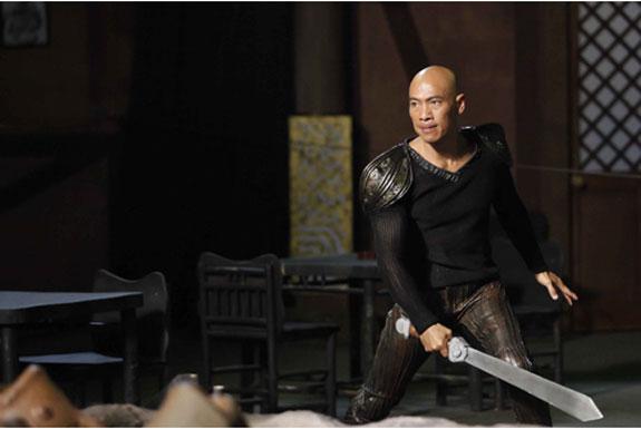 Long (Roger Yuan) lại được ngủ với Ánh để tha tội em trai Ánh