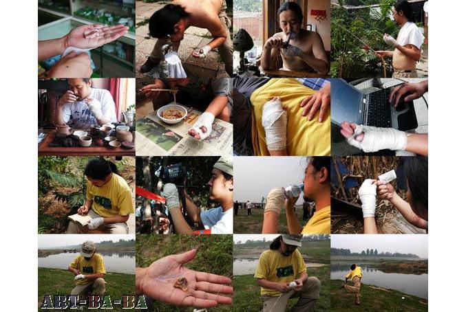 """""""Thịt tôi"""", 2007, Bắc Kinh: Bó một miếng thịt heo trong lòng bàn tay, và ở tại làng Tống Trang trong 7 ngày xem quá trình miếng thịt thối và ảnh hưởng của nó tới đời sống hàng ngày của bản thân. Be Brighter, Be Sharper, Performance view, Beijing, June 2010."""