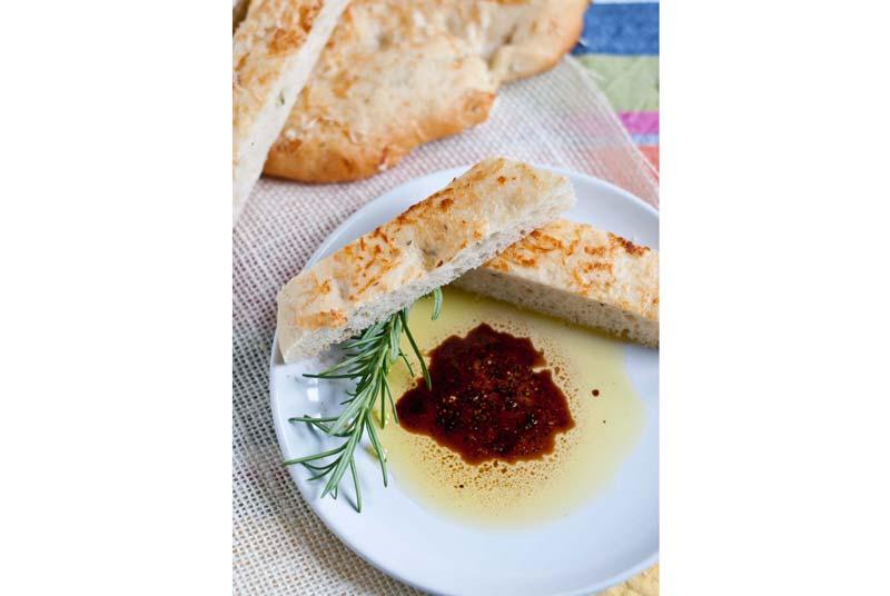 bread-in-rosemary-oliveoil-vinegar
