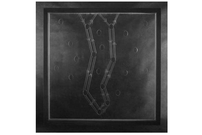 'Chuyển' của Phan Phương Đông: trên thép, trên kính, và mica