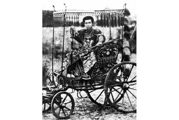 Vẽ lại chân dung các vua triều Nguyễn: cần kỹ lưỡng, không nên tùy tiện